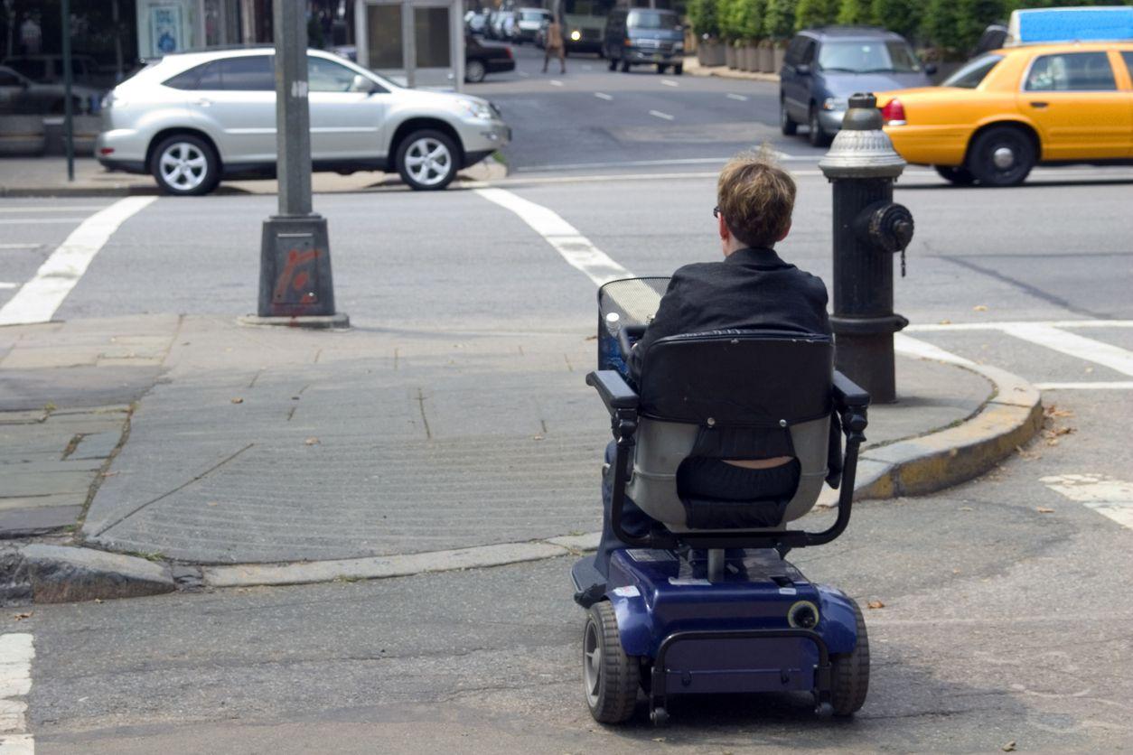 Suite à l'augmentation de personnes à mobilité réduite qui parcourent nos rues et trottoirs. La Ville de Châtelet devient une Ville Adaptée