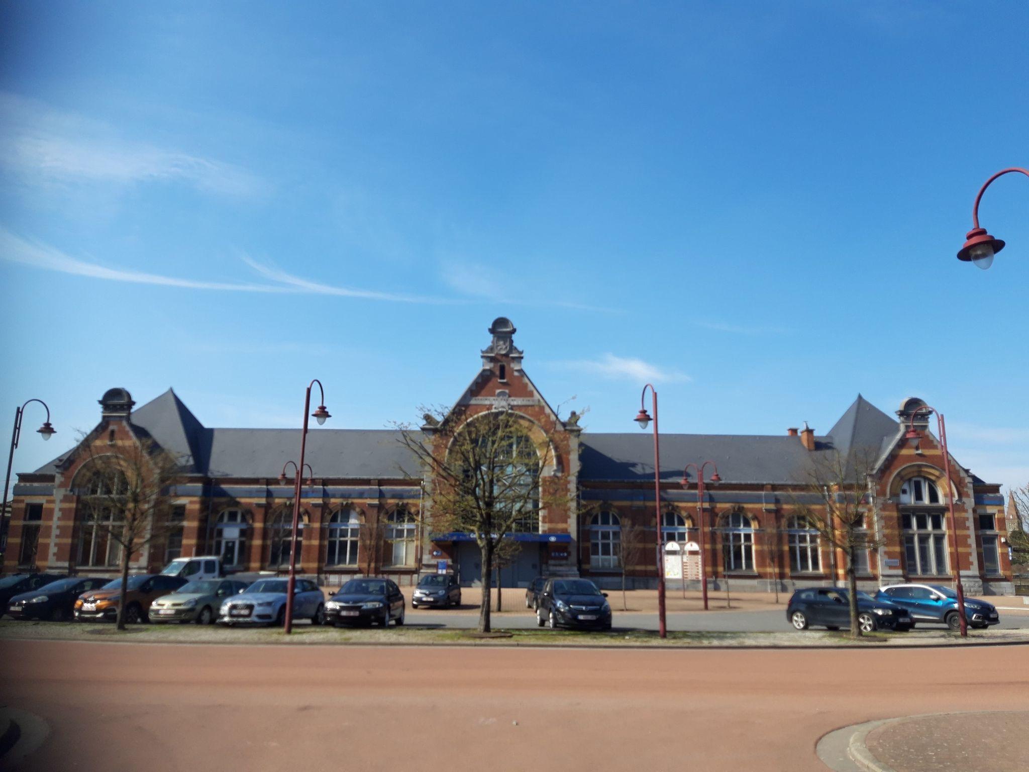 Gare de Châtelet - Jean-Claude Tissier (Conseiller communal Droite Populaire) a ainsi proposé d'offrir une seconde vie au bâtiment de la gare de Châtelet